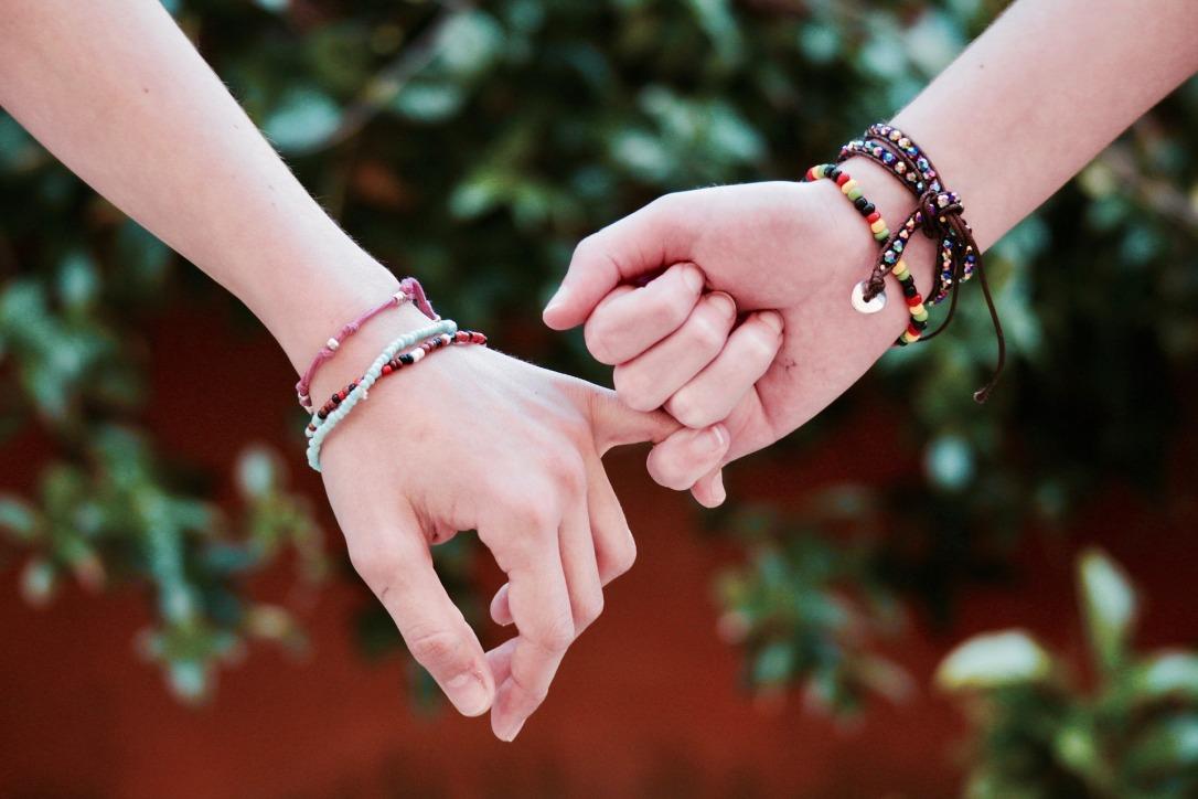 friendship-2156174_1920.jpg